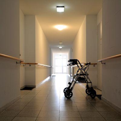 Rollator i korridor