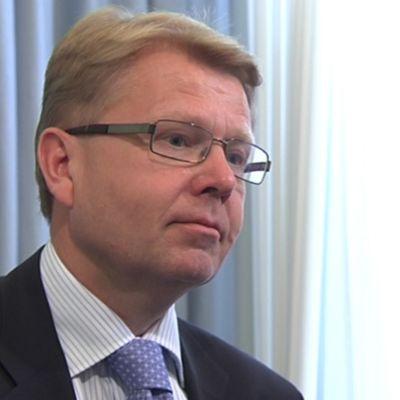 Försvarsminister Jyri Häkämies
