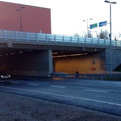 Moottoritietunneli Hämeenlinnassa.