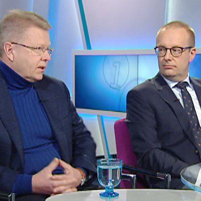 Jyri Häkämies ja Jarkko Eloranta Ylen Ykkösaamussa lauantaina.