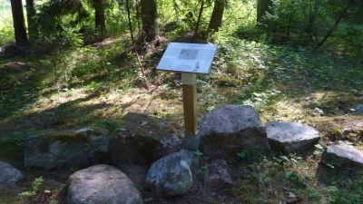 Längs Westerholmstigen finns totalt 14 infoskyltar.