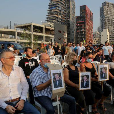 Hiljainen hetki Beirutin räjähdyksen uhrien muistolle.
