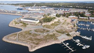 Flygbild över Drottningberg i Hangö.
