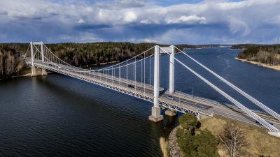 Kirjalansalmen silta, Rävsundsbron