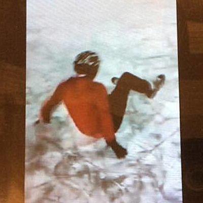 luistelija on kaatunut jäälle