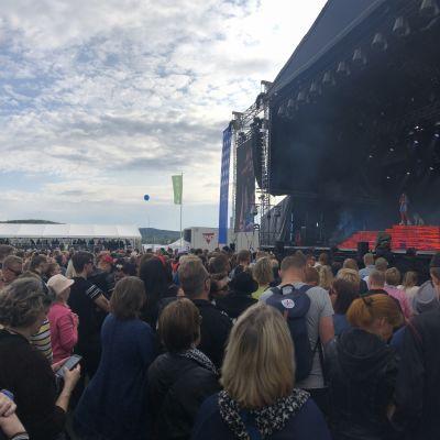Suomipop Festivaalin yleisöä Jyväskylässä heinäkuussa 2019..