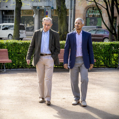 David Klenermann ja Shankar Balasubramanian Esplanadin puistossa.