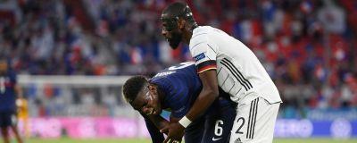 Paul Pogba grimaserar framför Antonio Rüdiger.