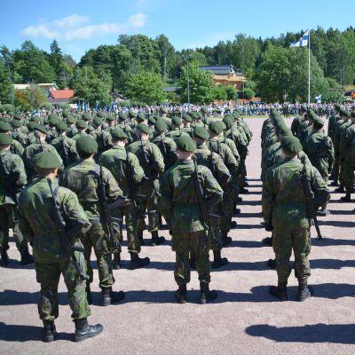 Beväringar svär krigsmannaed i borgå 11.08.17