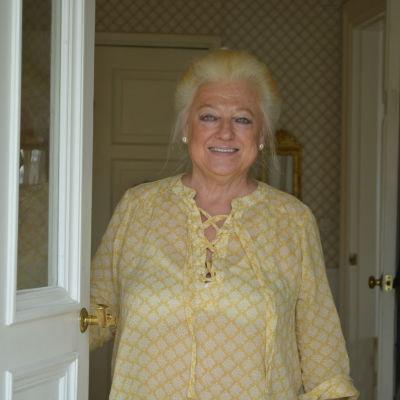 Marina Borgström öppnar dörren.