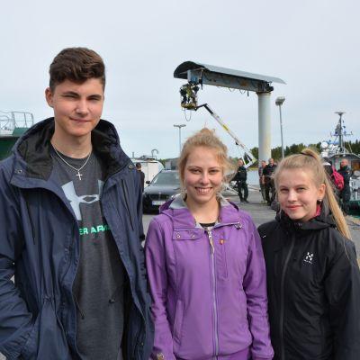 Eemeli Juntune, Sanna Rohner och Meri Moilanen från Suomussalmi gymnasium.