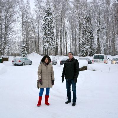 Jannica Nylander och Lasse Backman berörs av Wärtsiläs planer i Vasklot i Vasa.