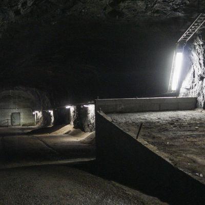 Ingångspassage till Shells gamla oljetunnel under Kronberget.