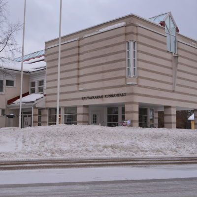 Rautavaaran kunnantalo.