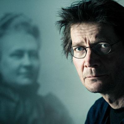 Juha Hurme, taustalla Minna Canth