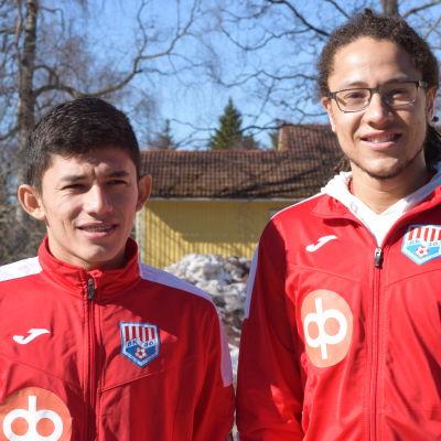 Italo Henrique Macedo Basilio och Tyler David är nya fotbollsspelare i BK-46 i Karis.