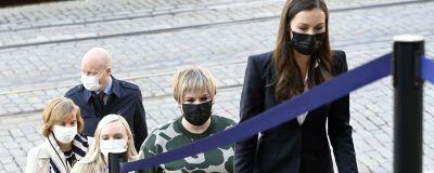 Regeringens centrala ministrar och partiorföranden anländer till rambudgetförhandlingarna i Ständerhuset.