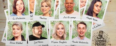 Ett kollage av polaroidbilder på en del av årets sommarpratare ligger utspridda på ett träbord. På bilderna syns ett ansikte per bild och namnet är utskrivet med tusch. Till höger syns en logo för Vegas sommarpratare med en pulserande mikrofon.