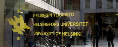 Bild på helsingfors universitet glas dörr med logo och text