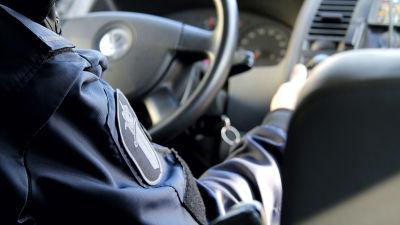 Ärm på polisuniformen