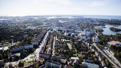 Flygfotografi av Mannerheimvägen i Helsingfors maj 2020.