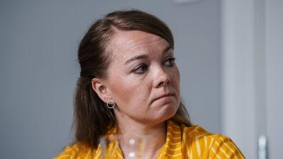 Kuvassa on Katri Kulmuni Keskustan puheenjohtajavaalitentissä Helsingissä elokuussa 2020.