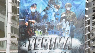 Banderoll i Malaysia som tackar myndigheterna för deras arbete under coronaepidemin.
