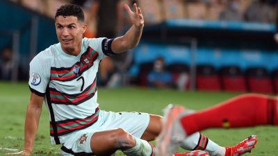 Cristiano Ronaldo gestikulerar.