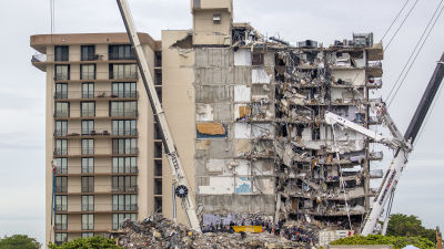 Ett hus som rasat i Surfside florida i juni 2021