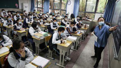 Ett klassrum i Wuhan den 6 maj, då skolor för äldre barn öppnat igen.