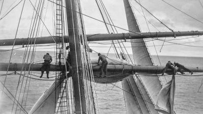 """Från fyrmastbarken Vikings sista resa till Sydafrika och Australien. """"Undra märsen skäres ned."""""""