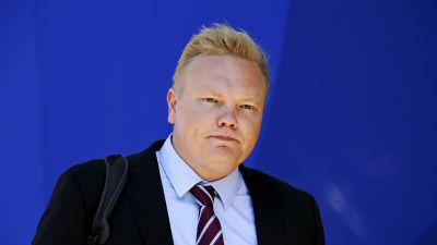 Tiede- ja kulttuuriministeri Antti Kurvinen saapui Säätytalolle.