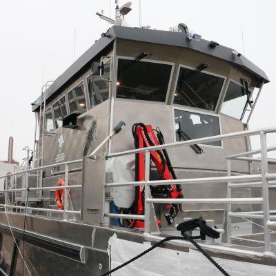 Marinforskningsfartyget Augusta fotat framifrån