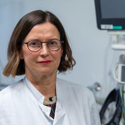 Infektioyksikön osastonylilääkäri Jaana Syrjänen, TAYS