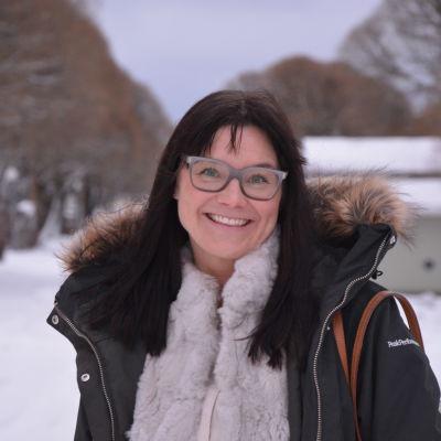 Annika Tidström i vintermiljö.