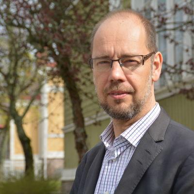 Psykiater Kristian Wahlbeck, utvecklingsdirektör för Föreningen för Psykisk Hälsa i Finland.