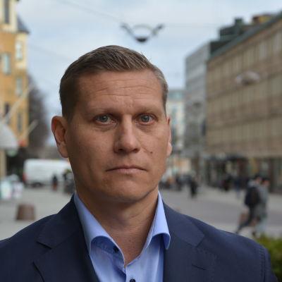 Profilbild på Tuomas Heikkinen vid Åbo stad.