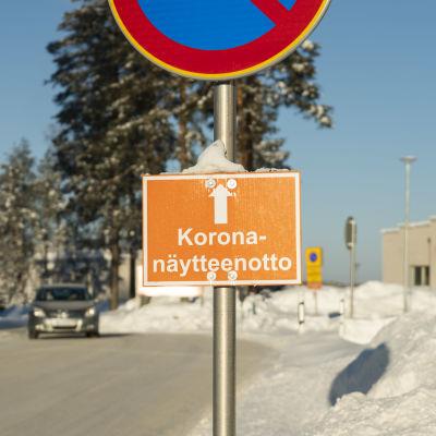 Opaste koronanäytteenottoon Kainuun keskussairaalalla.