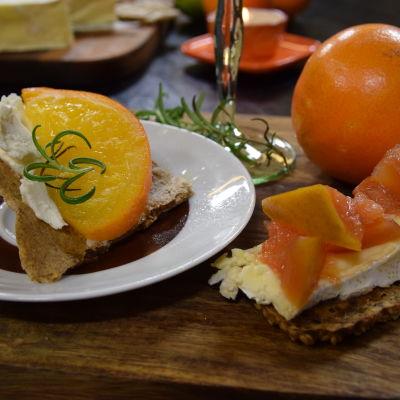 Siemennäkkileipää kera juuston ja citrus confit