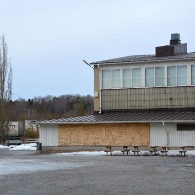 Skolgården för Sarlinska skolan i Pargas.