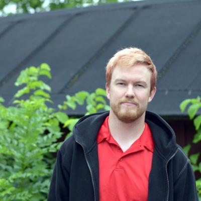 Porträttbild på Henrik Löflund.