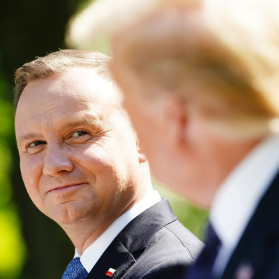 Polens president Andrzej Duda under en solig presskonferens i Vita husets rosenträdgård tillsmmans med president Donald Trump.