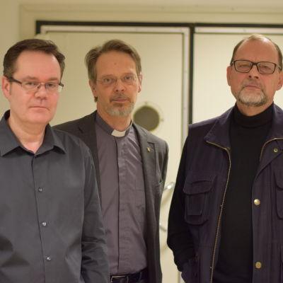 Tre svartklädda män. De heter Christer Lindvik, Pentti Raunio och Martin Glader.