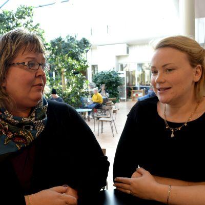 Carina Nordman-Byskata, utbildningspedagog på Optima, och Carola Nordberg, egenföretagare på läroavtal.