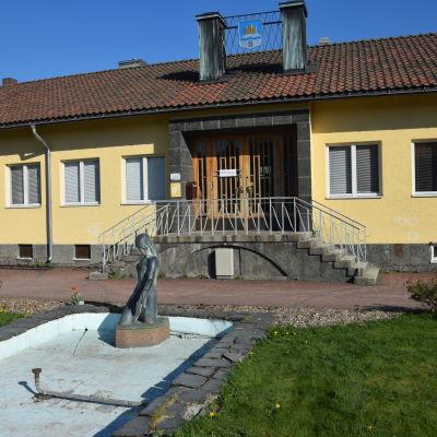 Springbrunn i Karis centrum.