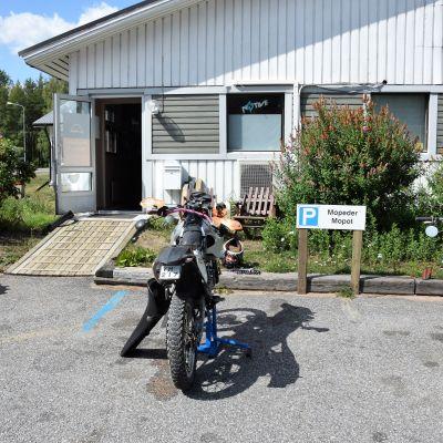 Mopedverkstaden mopokulma i Langansböle.