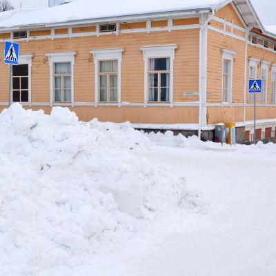 Snöhög i korsning i Borgå.