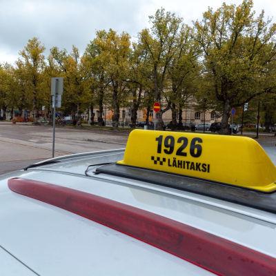 Taxistolpe i Borgå vid torget.