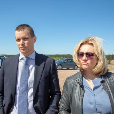 Kaikki synnit-sarjan näyttelijät Johannes Holopainen ja Maria Sid.