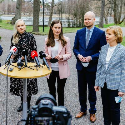 Hallituksen infotilaisuus Kesärannassa.